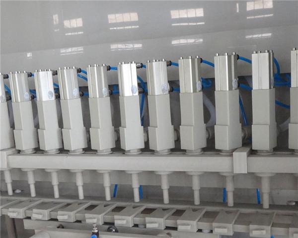 Podrobnosti stroja proti koroziji za polnjenje 16