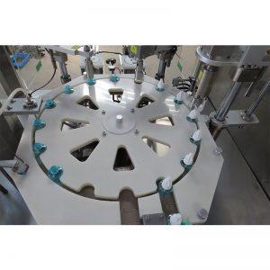 Stroj za polnjenje in zapiranje in zapiranje tekočin proti komarjem